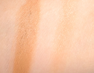 Chanel-Soleil-Tan-De-Chanel-Bronze-Universel-Bronzing-Makeup-Base-Review-and-Swatches-3