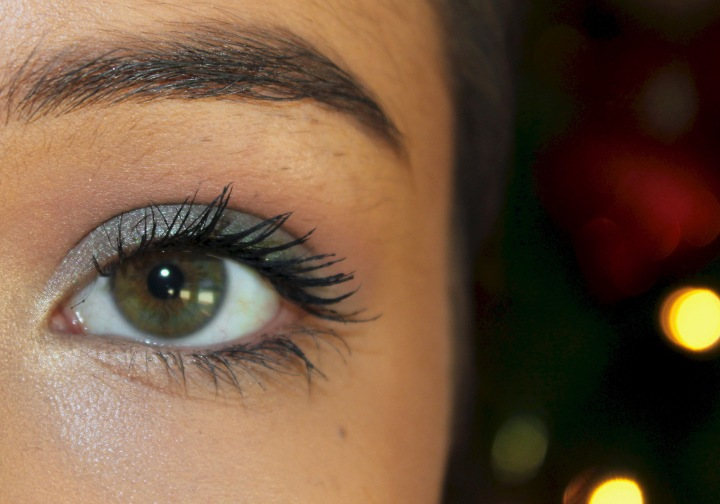 A Festive Makeup Look for the Holidays | Green Smokey Eye